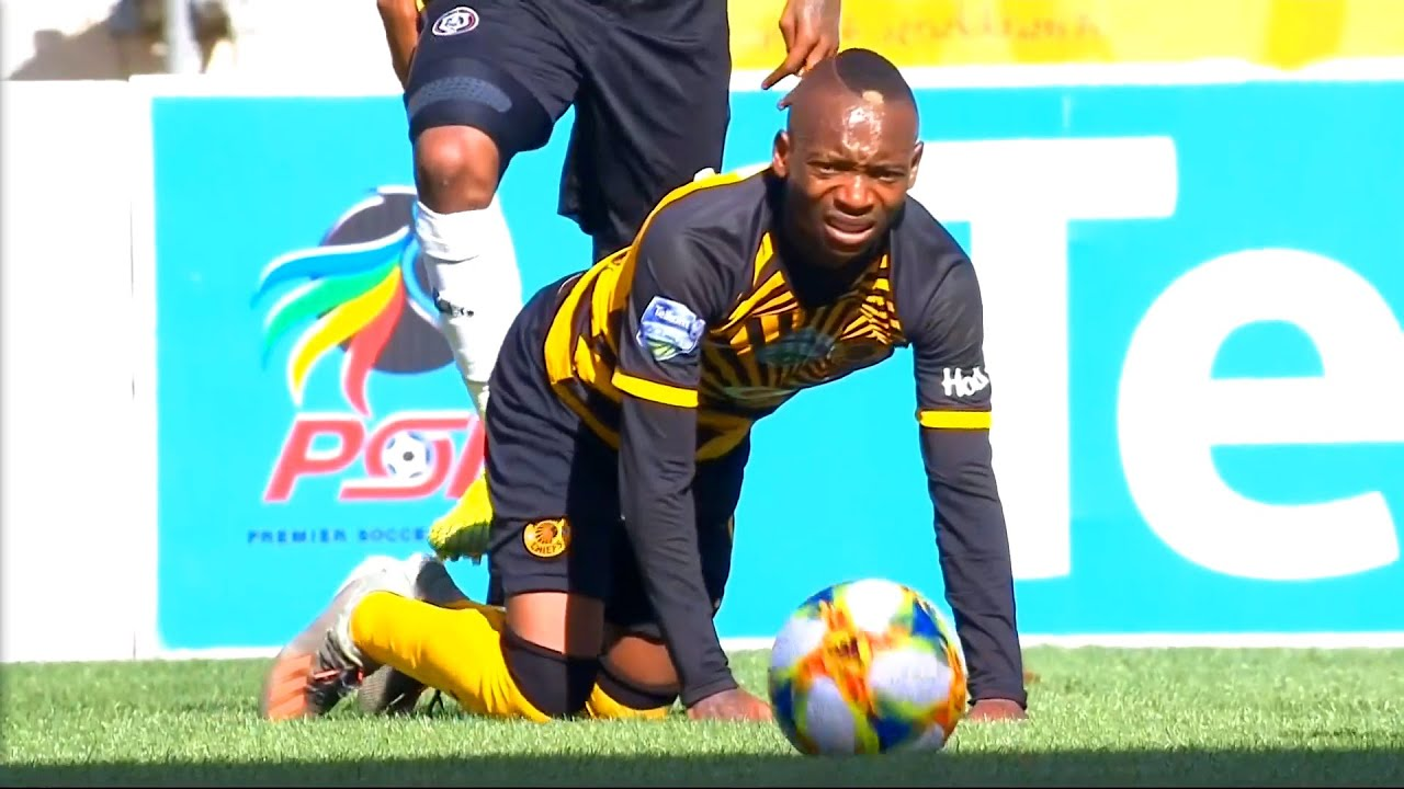 Khama Billiat covers Thembinkosi Lorch after doing wrong to him